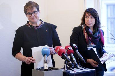 Opptur: Tolga-ordfører Ragnhild Aashaug (Sp) og rådmann Siv Stuedal Sjøvold (t.h) har opplevd et massivt mediepress etter den mye omtalte Tolga-saken. Nå kan de glede seg over en andreplass på Kommunebarometeret. Foto: NTB/Scanpix