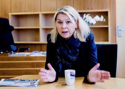 Kommunal- og moderniseringsminister Monica Mæland er bekymret for politikeres vilje til å engasjere seg hvis de risikerer å bli truet og hetset nett. Foto: Magnus Knutsen Bjørke