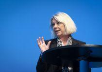 Kommunalminister Monica Mæland (H) svarer på KS' kritikk av fylkeskutt og underfinansiering av regionreformen. Foto: Terje Lien