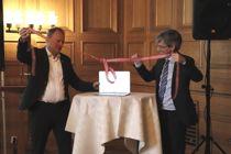 Oslos byrådsleder Raymond Johansen (Ap) og statssekretær Paul Chaffey i Kommunal- og moderniseringsdepartementet lanserte «E-innsyn» februar 2018. Nå tar Difi første steg for å utvide ordningen. Foto: Lisa Rypeng