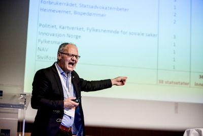 Kommunaldepartementet etterlater små Finnmarkskommuner i en hjelpeløs tilstand, mener Geir Vinsand i Nivi Analyse.Foto: Tone Holmquist