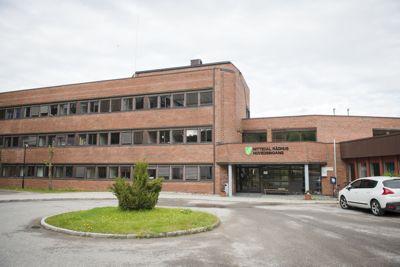 I 2019 ble kommuneadvokat Bjørn Stokvold i Nittedal kontaktet av en varsler som fortalte at ordfører Hilde Thorkildsen (Ap) hadde lånt penger av den medtiltalte forretningsmannen.