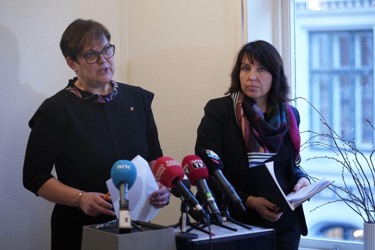 Den statlige granskingskommisjonen legger frem sin rapport om Tolgasaken. Ordfører Ragnhild Aashaug og rådmann Siv Stuedal Sjøvold er tilstede.