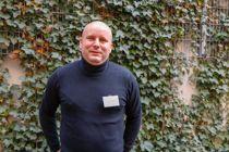 Digitaliseringssjef i Drammen kommune, Frank Baklid, søker etter en leverandør som kan være med på å utvikle nye produkter sammen med kommunens folk som vet hva som trengs. Foto: Tone Holmquist