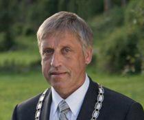 <p>Dag Vaagen frister nå lykken som kommunedirektør i Sande, etter at han gikk av som ordfører i fjor høst. Bildet er fra da han ennå hadde rett til å bære ordførerkjedet.</p>