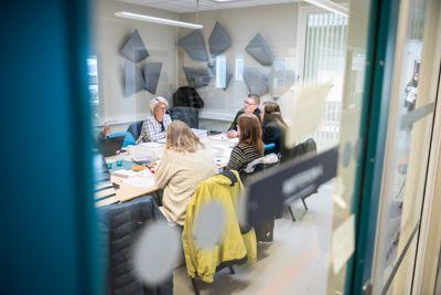 Det var kontrollutvalget i Lenvik som anbefalte anmeldelse og leverte anmeldelsen på vegne av Lenvik kommune. Her fra et tidligere møte. Foto: Lisa Rypeng