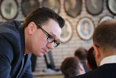 Kommunestyrerepresentant Jasmin Agovic-Nordaas er rystet over at ny rådmann i Lenvik ikke vil suspendere eks-rådmann. Foto: Lisa Rypeng