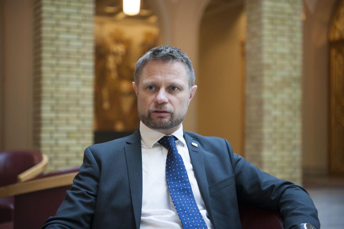 Helseminister Bent Høie (H) vil pålegge kommunene betalingplikt for rus- og psykiatripasienter som blir liggende ekstra døgn på sykehus i mangel av et kommunalt tilbud. Arkivfoto: Terje Lien