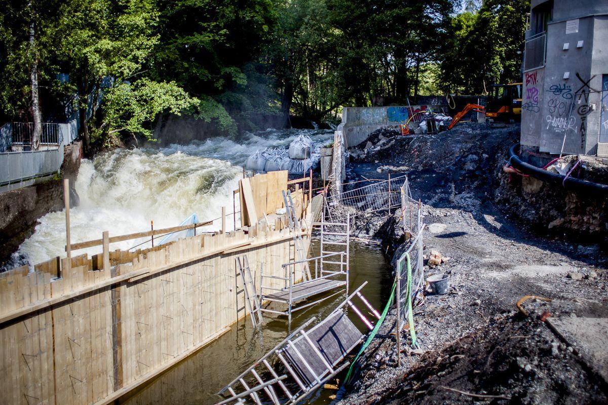 Bildet viser byggingen av Oslos nye avløpsnett Midgardsormen, som ble ferdigstilt i 2014 og som skal hindre at urenset kloakk og overvann havner i Akerselva og Oslofjorden.