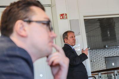 Jasmin Agovic-Nordaas krevde at ordfører Geir-Inge Sivertsen (H) ble erklært inhabil i behandlingen av helsekjøpsaken. Forslaget falt med varaordførers stemme. Foto: Lisa Rypeng