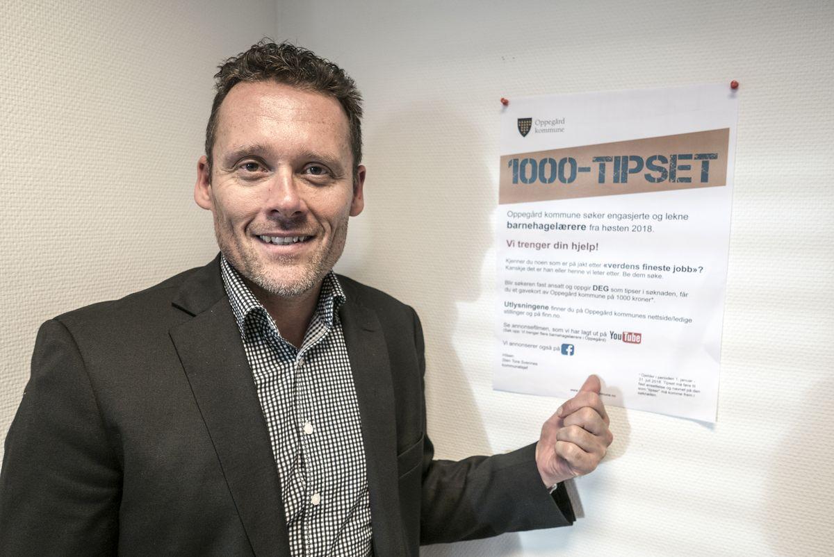 Kommunalsjef Sten Tore Svennes i Oppgård prøver seg med avisenes tusentips for å skaffe nye barnehagelærere. (Jan Walbeck/Oppegård kommune)