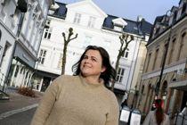 – Jeg er fryktelig glad, sier Nina Jentoft, da hun får nyheten om nominasjonen. – Når man har et sterkt engasjement, er det hyggelig at det blir lagt merke til. Foto: Arendals Tidende