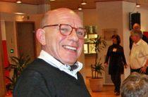 – Eg? Eg gjør bare jobben min og er en beskjeden bergenser, sier Geir Davidsen (66), HR-direktør i Hordaland fylkeskommune. Foto: Hordaland fylkeskommune