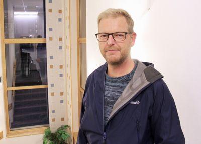 Daværende Loppa-ordfører Steinar Halvorsen (H) var inhabil da han var med på å behandle salget av Sandland helsehus til eget selskap, konkluderer granskingsrapport.