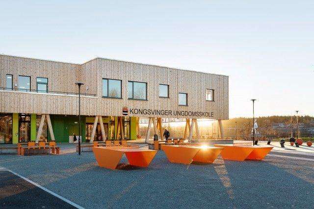 Tre nedslitte ungdomsskoler har blitt samlet i en flunkende ny og miljøvennlig skole i sentrum av Kongsvinger med Glomma som nærmeste nabo. Skolen skal også fungere som kulturhus og idrettslokaler utenom skoletid, med ny idrettshall, løpebane og kultursal. FOTO:Jo Straube