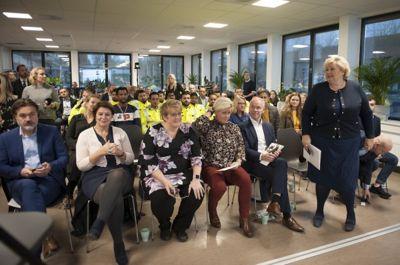 Statsminister Erna Solberg og tre statsråder lanserte regjeringens nye integreringsstrategi på Hellerud videregående skole i Oslo i oktober 2018. Nå er forslaget til ny lov til behandling i Stortinget.