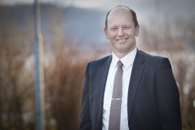 Harry Valderhaug (KrF), ordfører i Giske kommune, har fått åtte søkere til jobben som kommunedirektør.