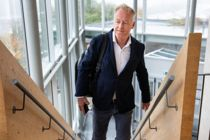 Jonny Enger, tidligere leder i renovasjonsselskapet Veireno, på vei inn i Follo tingrett. Enger er tiltalt for flere brudd på arbeidsmiljøloven. Foto: Tore Meek / NTB Scanpix