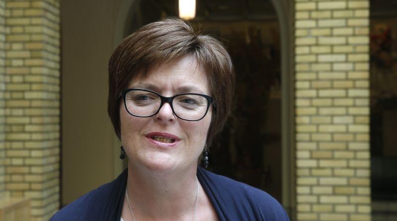 Heidi Greni (Sp) vil at rovdyrforvaltningen skal legges til fylkeskommunene. Og som de andre rødgrønne partiene vil Sp gi mer penger til kommunene.