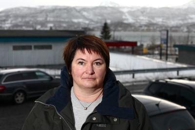 Karlsøy-ordfører Mona Pedersen (Felleslista) har kalt kommunestyret inn til ekstraordinært møte for å diskutere innkjøpsaken. Foto: Ola Solvang