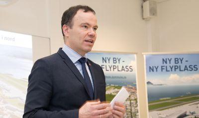 Fylkesrådsleder Tomas Norvoll i Nordland fylkeskommune satte krisestab da en rekke ferjer og hurtigbåter i fylket måtte bråstoppe på grunn av sikkerhet.