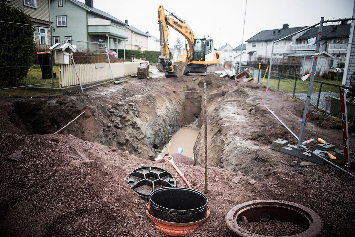 NITO mener vi må ta i bruk sirkulære løsninger når vi skal skifte ut gamle rør, få på plass nye tiltak mot overvann og oppgradere vannverk som fortsatte kan gi oss rent vann.Her er det gamle rør i Horten kommune som skiftes.