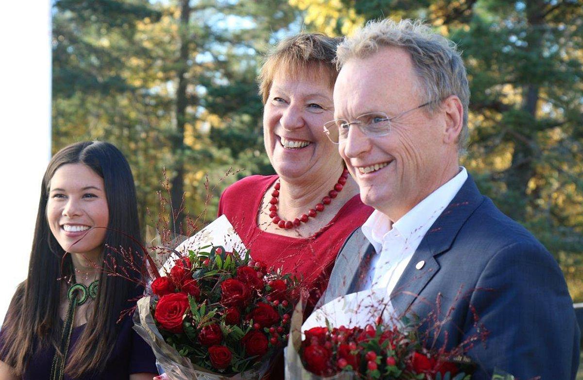Lan Marie Nguyen Berg (MDG), Marianne Borgen (SV) og Raymond Johansen (Ap) presenterte sin nye byrådserklæring på Østmarkseteren i dag. Foto: Jan Inge Krossli