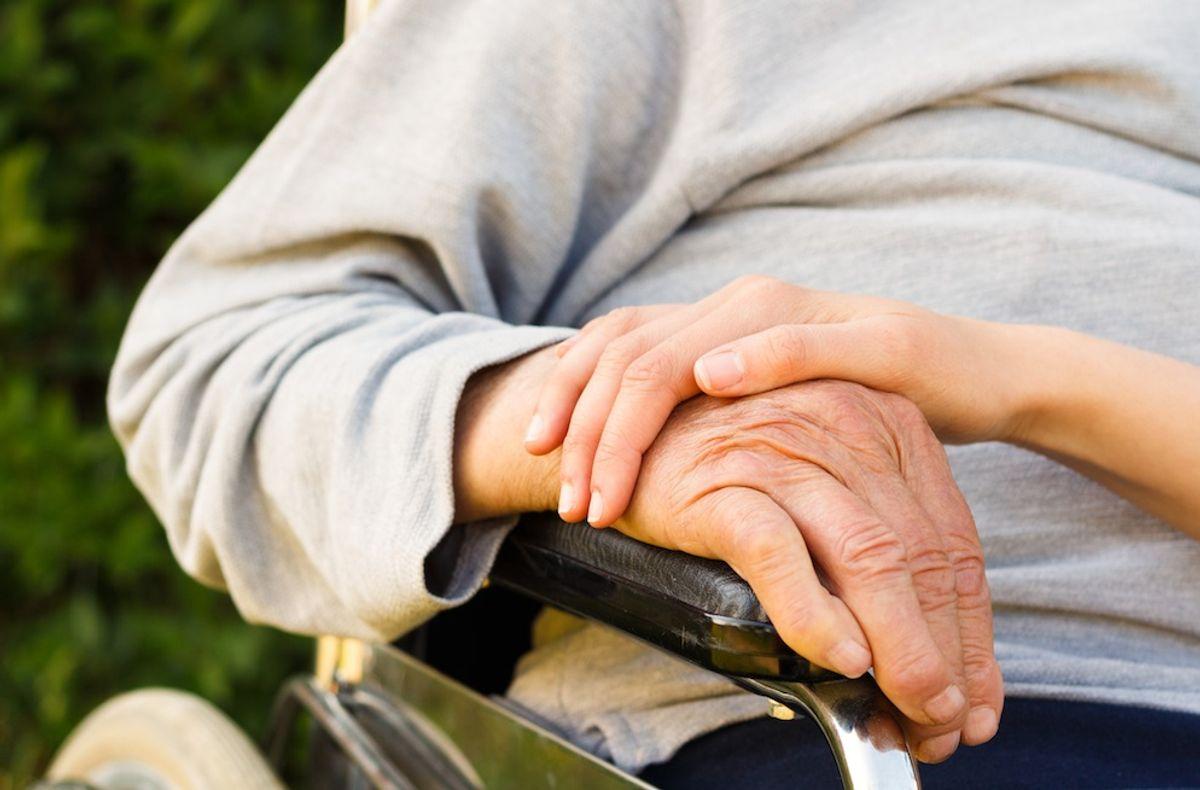 Kvalitet i eldreomsorgen er satt på dagsordenen på en ny måte gjennom offentliggjøring av avviksmeldinger. Illustrasjonsfoto: Colourbox