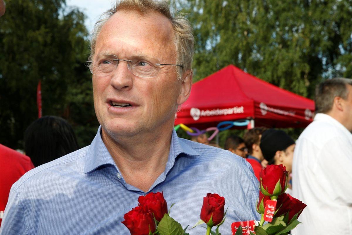 Arbeiderpartiets Raymond Johansen ønsker seg mer kritisk og undersøkende journalistikk om Oslo kommune. At hans eget parti nettopp har bidratt til en vesentlig svekkelse av rammebetingelsene for kritisk kommunaljournalistikk, er visst alt glemt. Foto: Terje Pedersen, NTB scanpix