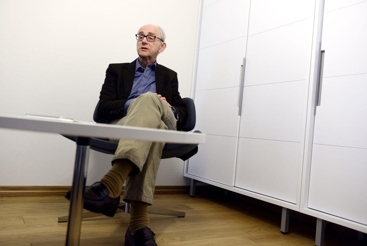 Kommuner kan ikke bruke PR-rådgivere og hemmeligholde rådene etterpå, advarer jusprofessor Jan Fridthjof Bernt. Foto: Helge Skodvin.