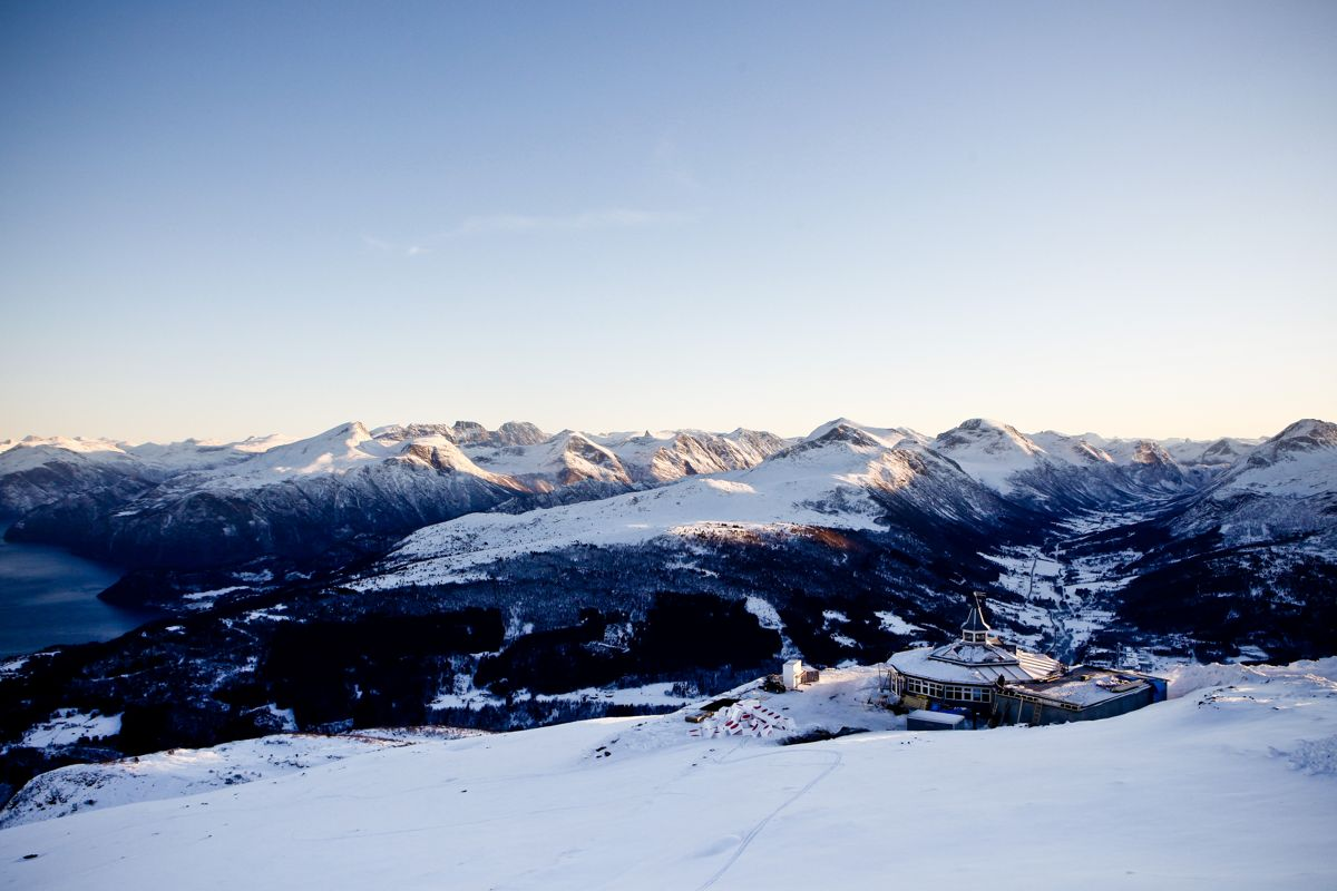 Et alpinanlegg kan være grunn god nok for noen til å flytte på landet. Her fra Strandafjellet.