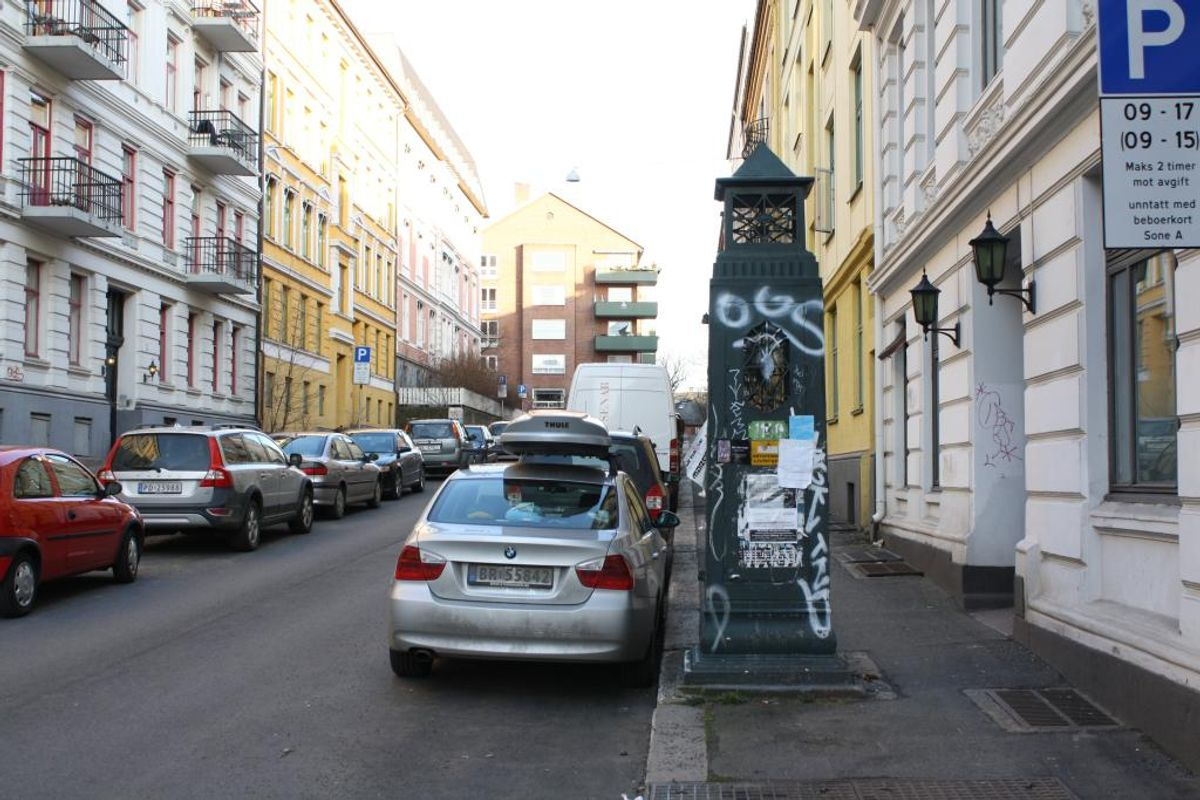 Ble byens nedstigningstårn holdt fri for tagging, slik avtalen med reklameselskapet skulle tilsi? Stans.no forteller at dette bildet ble tatt i april 2009, et tidspunkt da selskapet fortsatt hadde vedlikeholdsansvar.