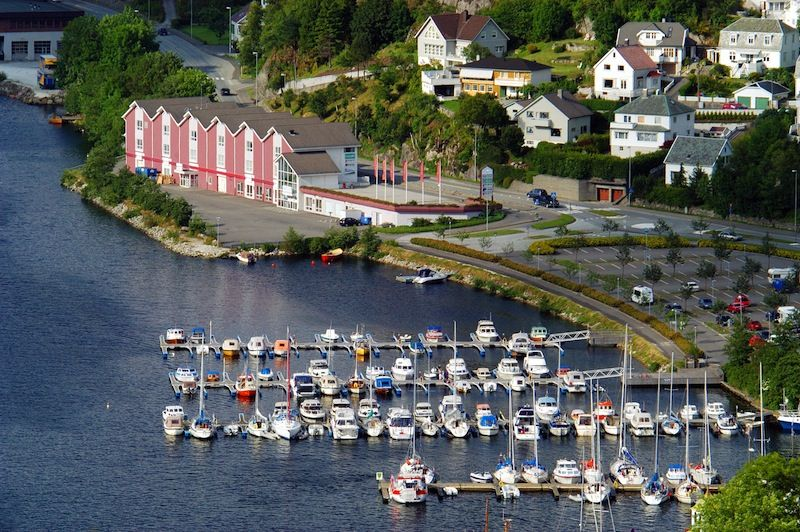 Leieinntekter fra flytebrygger og båtplasse kan legges inn grunnlaget for eiendomsskatt, fastslår en dom fra lagmannsretten. Illustrasjonsfoto: Scanpix