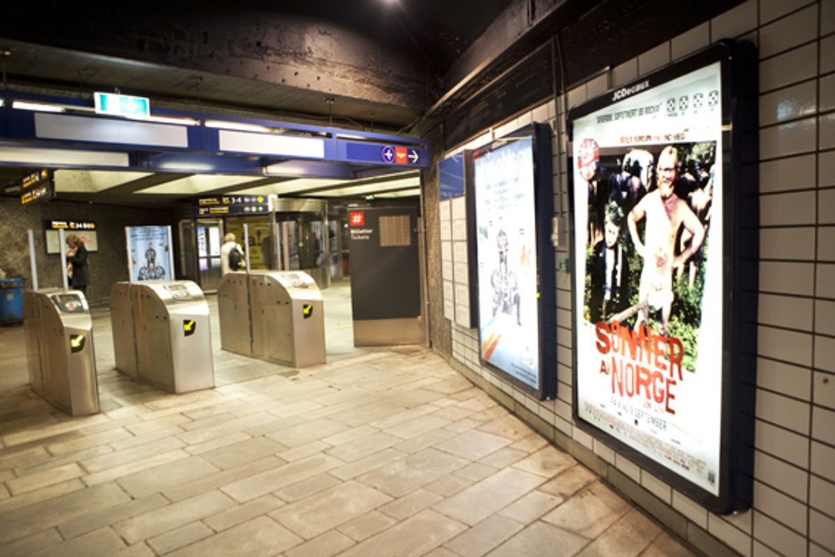 Reklame fra JCDecaux på Nationaltheatret stasjon. Foto: Vegard Venli