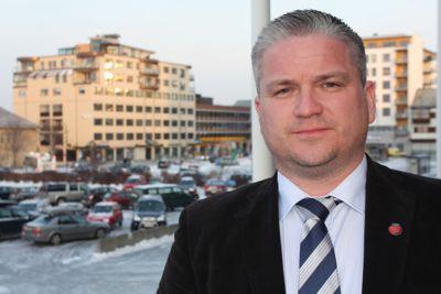 Fylkesmann Tom Cato Karlsen har fått i oppdrag å lede utvalget som skal utrede alternativer til generalistkommuneprinsippet.
