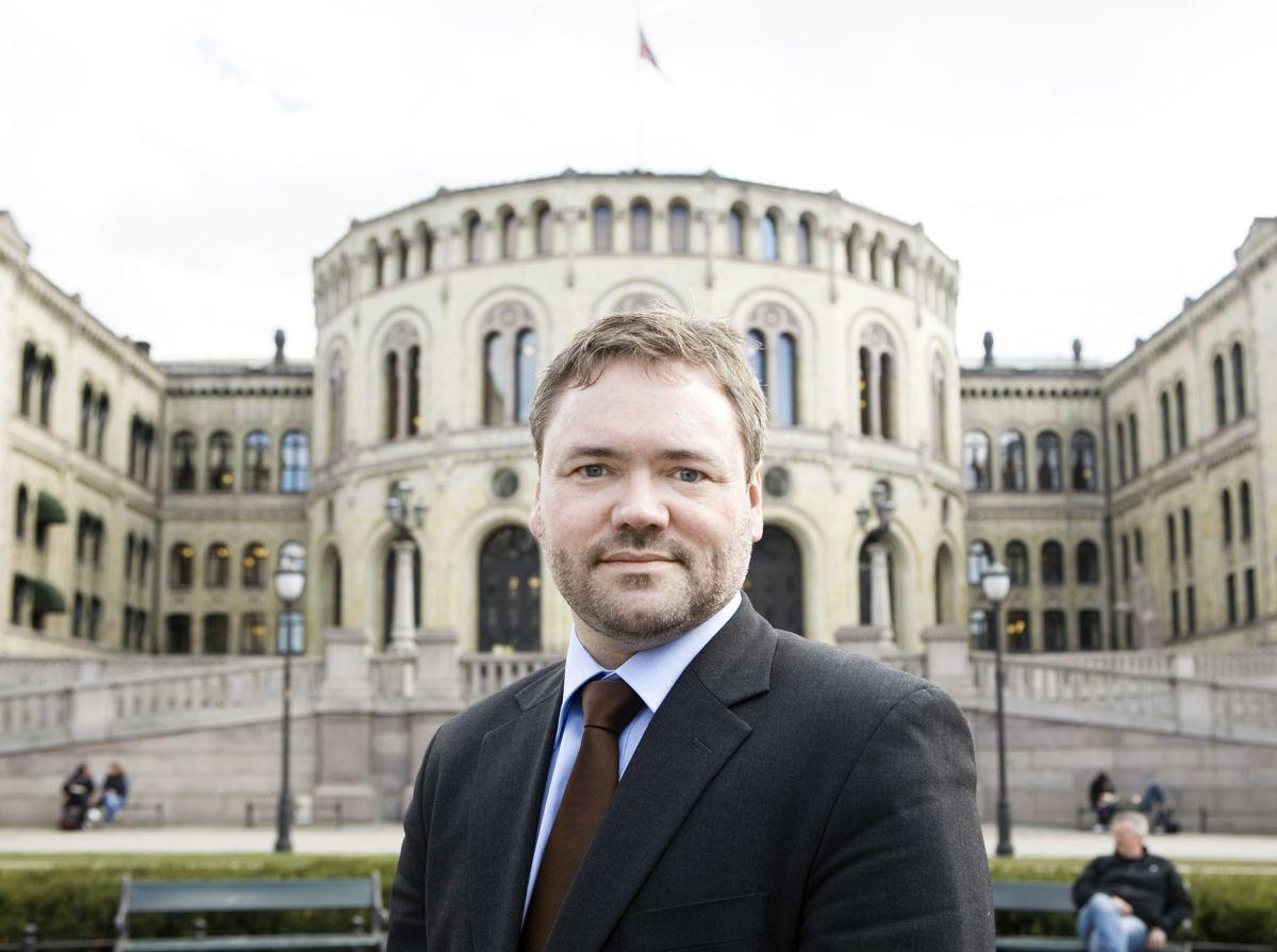 Akademikernes Knut Aarbakke er kritisk til at ikke flere kommuner har sivil- eller samfunnsøkonomer ansatt. (Foto: Akademikerne)