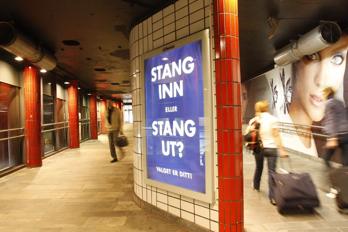 Reklameoppslag for Oslo Høyre på Nationalteateret t-banestasjon