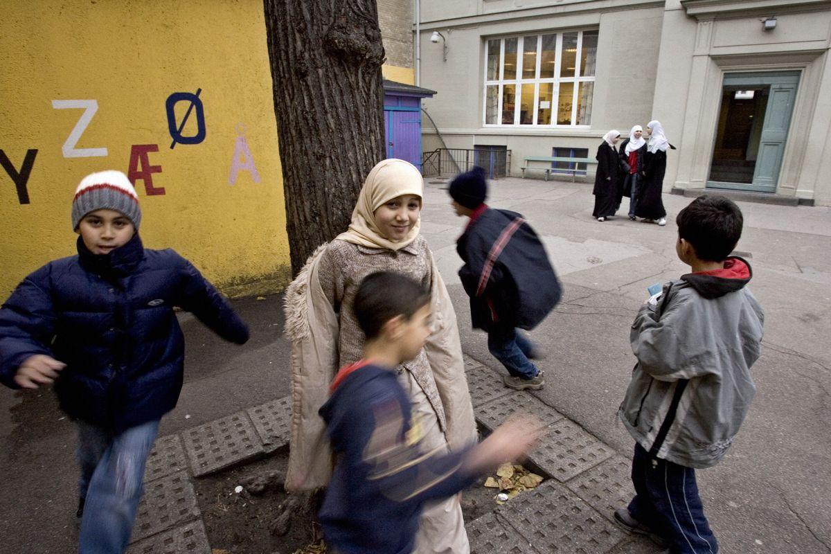 Egne skoler for muslimske barn vil ikke hindre integrering, mener de to som har søkt om å starte musimske grunnskoler i Oslo. Bildet viser barn ved en muslimsk skole i Danmark. Foto: Scanpix Denmark/Henning Hjort