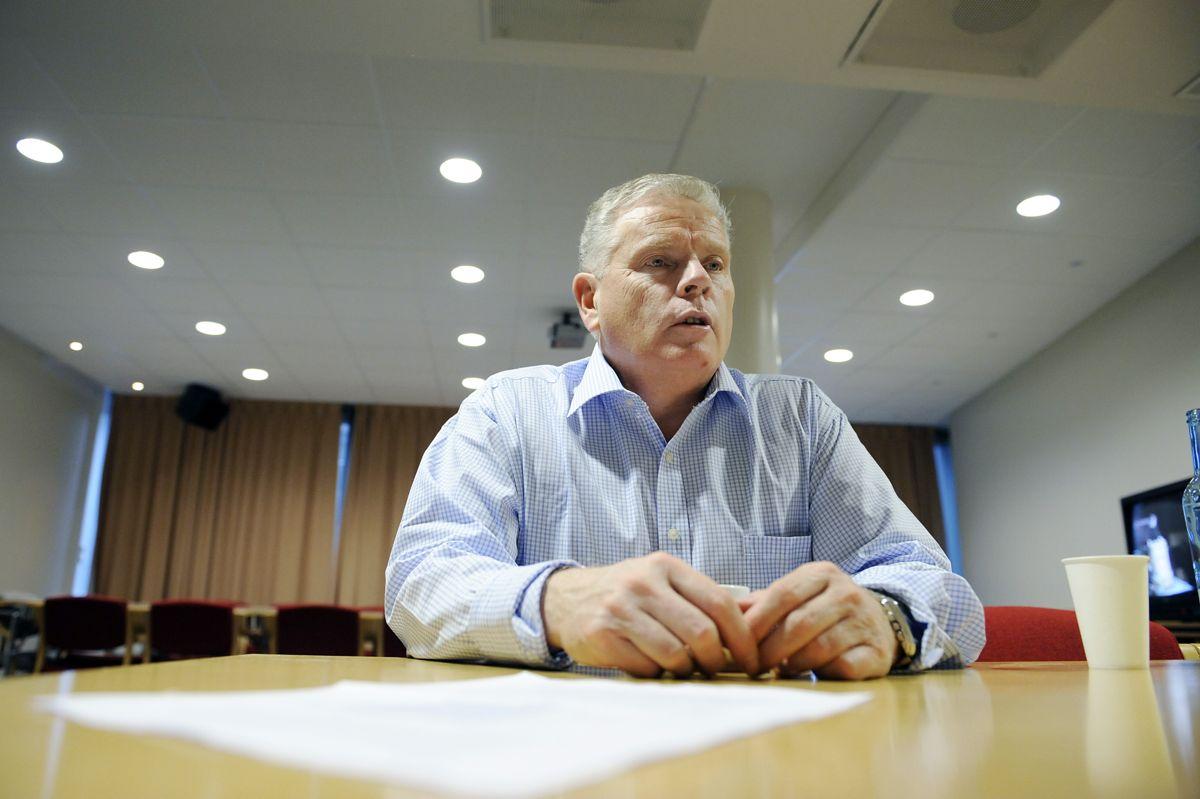 Jan Davidsen i Pensjonistforbundet har sendt brev til KS og regjeringen og spurt om lovligheten i at eldre ikke har blitt tatt med på råd under koronaepidemien.