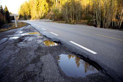 KS er spent på hvordan regjeringen vil gjennomføre den varslede satsingen på oppgradering og vedlikehold av fylkesveiene.