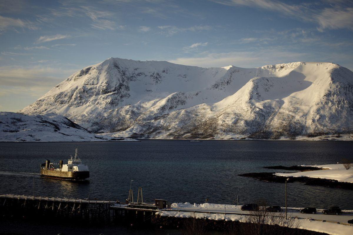 Ap vil stå på brua under hele ferden mot halverte ferjepriser, skriver Per Vidar Kjølmoen og Bjørnar Skjæran.