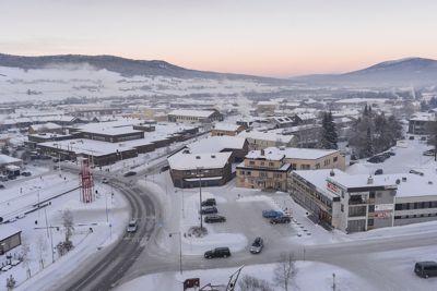 Tynset sentrum sett fra rådhuset. Kan dette bli en by? Foto: Geir Otto Johansen, VG