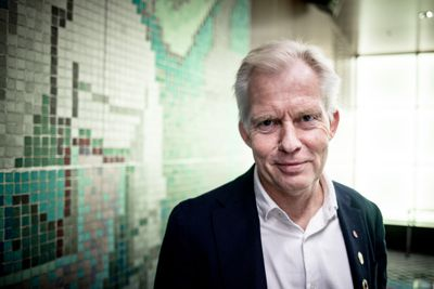 Oddvar Skisland (Ap) er ordfører i Norges sjette største by, Kristiansand, som nå har 112.000 innbyggere. Sammenslåingen går greit, men økonomien er han bekymret for. Foto: Magnus Bjørke