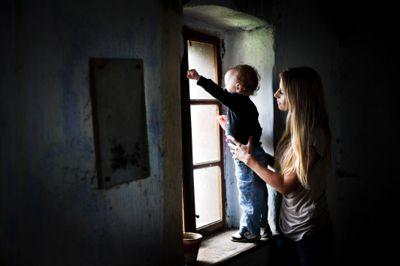 Mange foreldre som blir meldt til barnevernet uten at vilkårene er oppfylt, opplever det som dypt krenkende, ifølge førsteamanuensis i juss Bente Ohnstad. Illustrasjonsfoto: Colourbox