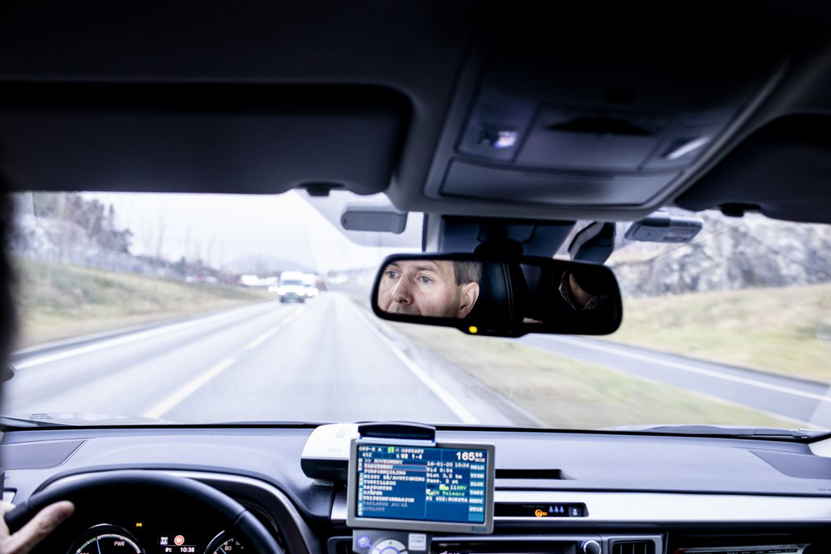 Drosjeeier Frank Rundhovde kjøper gjerne elektrisk neste gang han skal bytte drosjebil. - Det ligger i tiden, sier han om kravet fylkeskommunen vil stille til drosjenæringen. Foto: Magnus K. Bjørke