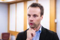 Frps Jon Helgheim sier at det er lite trolig at partiet vil støtte SVs forslag om å reversere tvangssammenslåtte fylkene. Foto: Håkon Mosvold Larsen, NTB scanpix