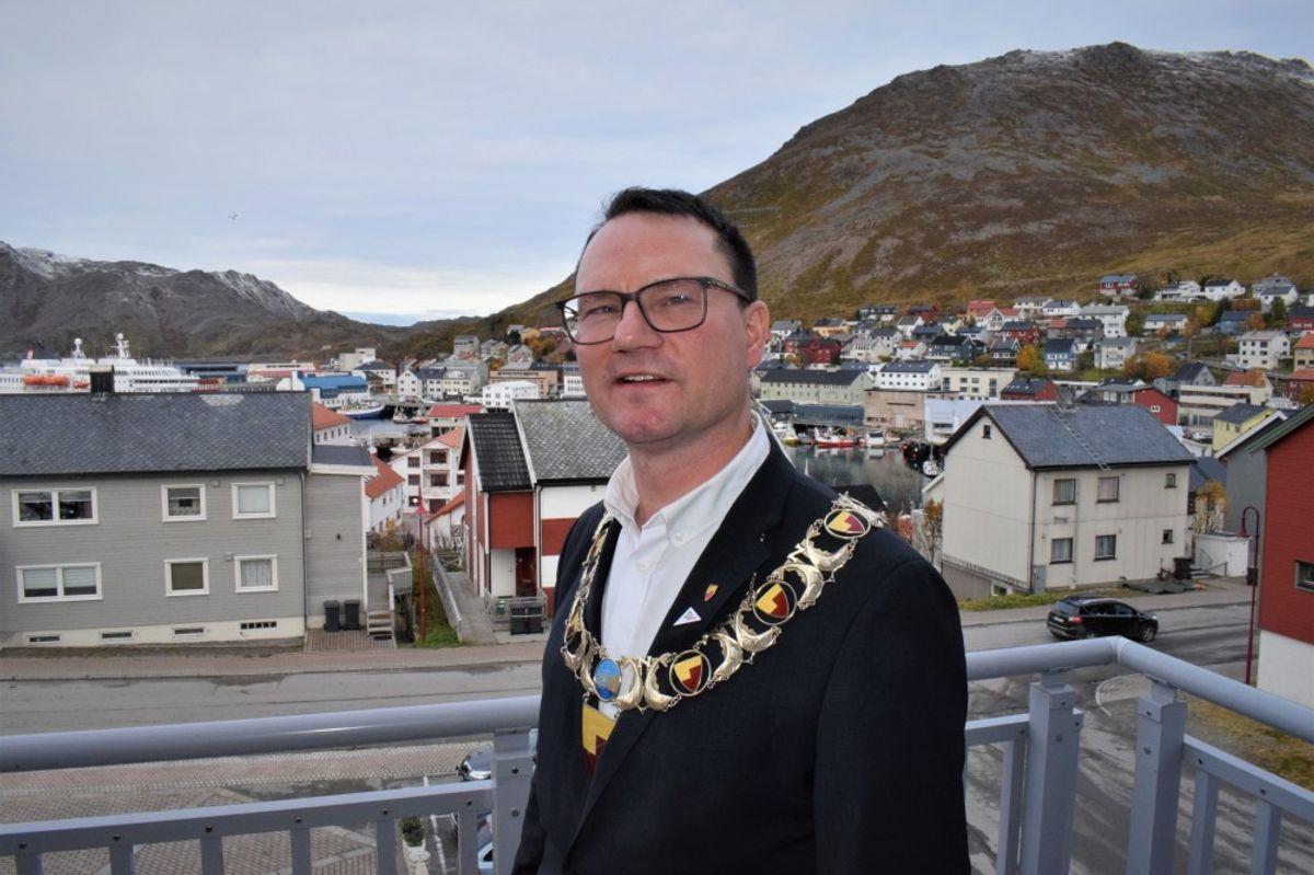 Ordfører Jan Olsen (SV) i Nordkapp mener at et søksmål fra Scandic ikke har et saklig grunnlag.