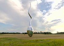 Stange kommune vil sette opp denne 11 meter høye skulpturen på pendlerparkeringen ved Uthuskrysset ved E6 i Hedmark, men Vegvesenet liker ikke plasseringen. Foto: Linda Bakke, NTB scanpix