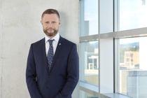 Helseminister Bent Høie (H) mener det er viktig å lære av feil. Nå foreslår han at varslingsplikten utvides til å gjelde alle som tilbyr helse- og omsorgstjenester. Foto: Borgos Foto AS