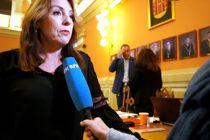 På vegne av Høyre, Frp og FMB ba Emilie Schäffer (H) om at ordfører Hedda Foss Five (Ap) trakk seg som ordfører. Forslaget fikk ikke flertall. Foto: Fredrik Nordahl, Varden